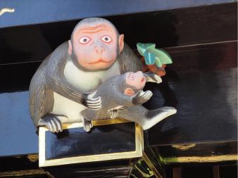 奥殿高欄下の猿