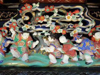 奥殿-南壁・縁下腰羽目彫刻